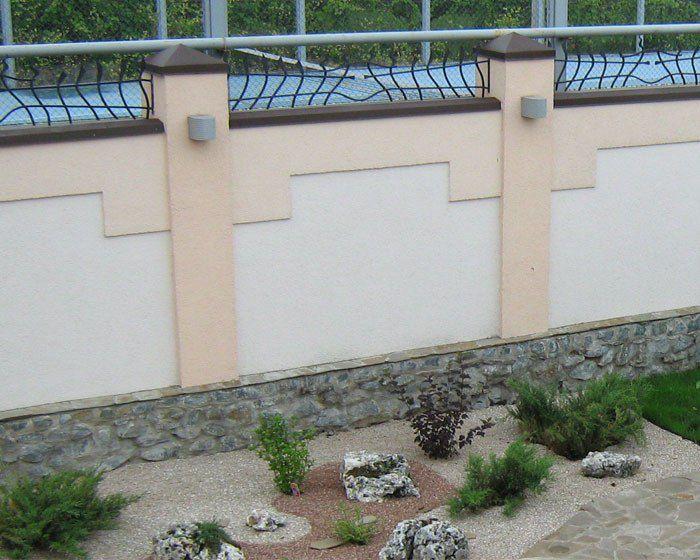 Оштукатуренный забор