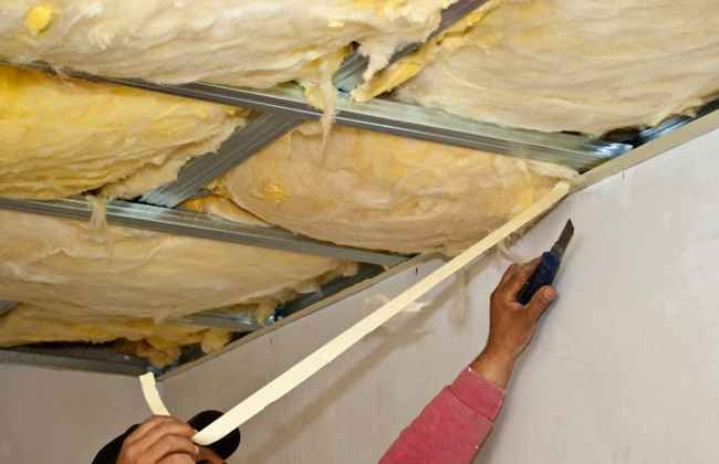 Подвесной потолок можно утеплить минватой