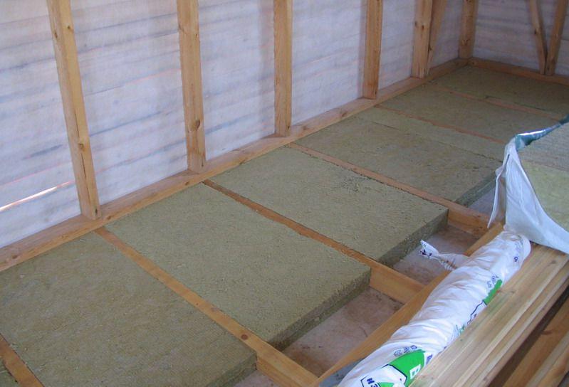 Принцип укладки минеральной ваты между лагами пола балкона