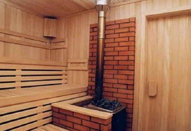 Вариант с вертикальным размещением дымоходной трубы