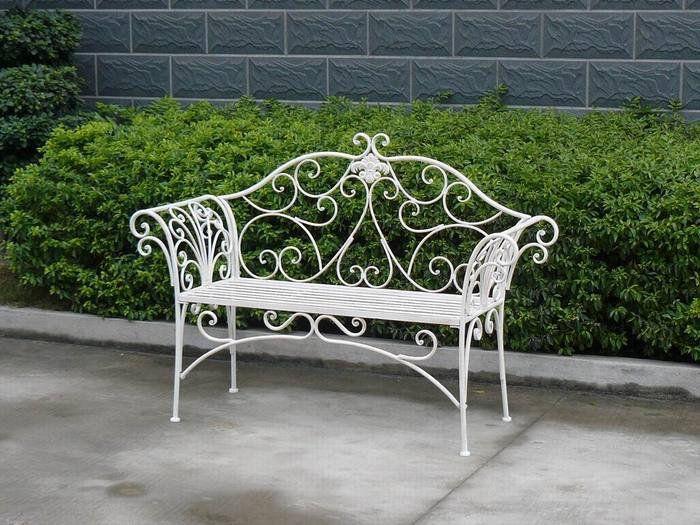 Садовая скамья из металла