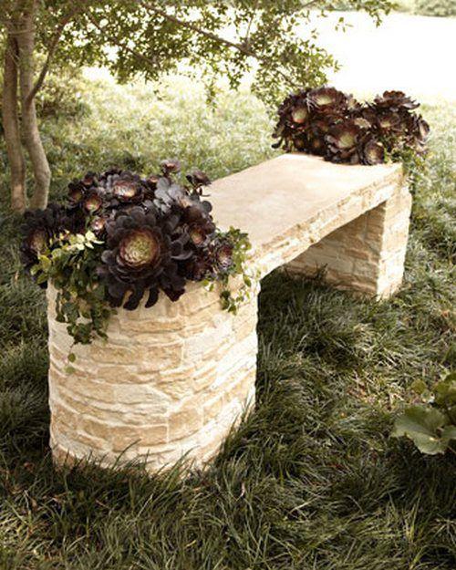 Садовые скамейки из камня