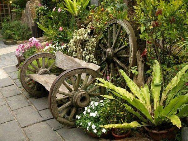 Скамеечка из старых колесных ободов и необрезной доски