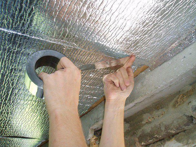 Проклейка стыков фольгированного материала специальным скотчем