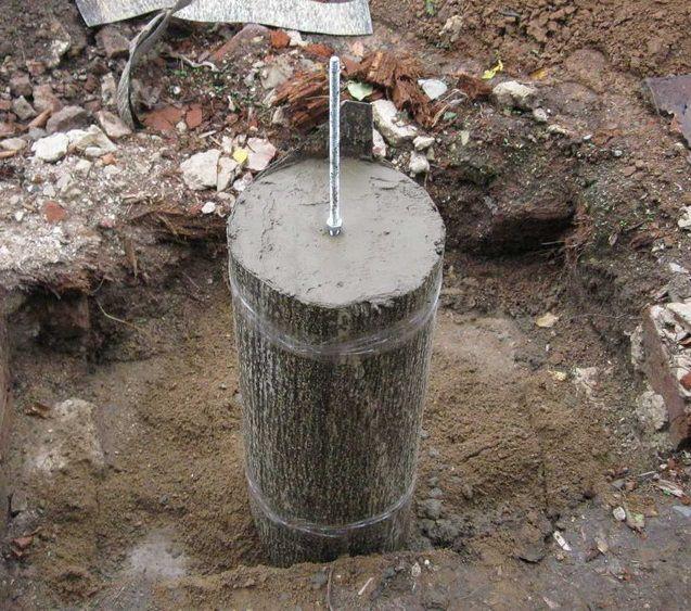 Столбик фундамента (вместо битума используется рубероид)