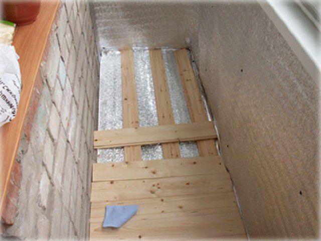 Укладка деревянных половиц на балконе