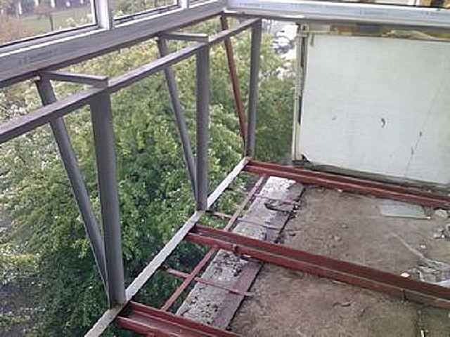 Иногда пол на балконе требует определенного усиления