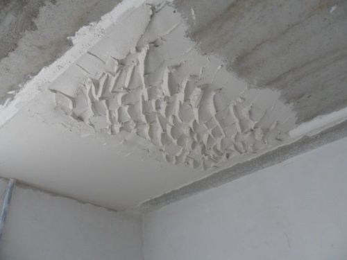 Штукатурка потолка по маякам