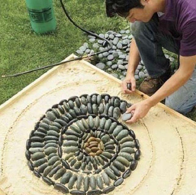Выкладывание  каменной мозаики в заранее ограниченном пространстве