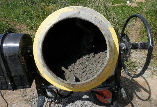 Замес в бетономешалке