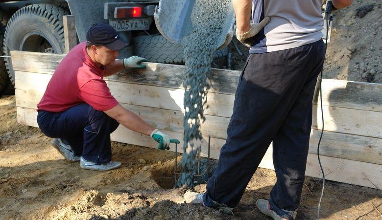 Заливка отверстий бетоном