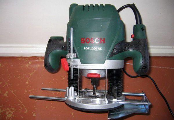 Фрезер Bosch POF 1200 AE. Хорош для врезания петель