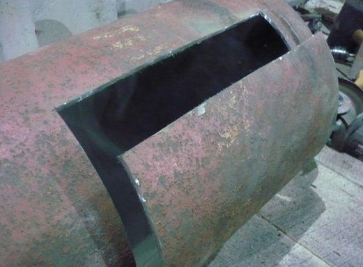 Ставим гофру. Соединение гофры с канализационной трубой промазываем герметиком. На выпуск унитаза гофру натягиваем без дополнительных уплотнителей