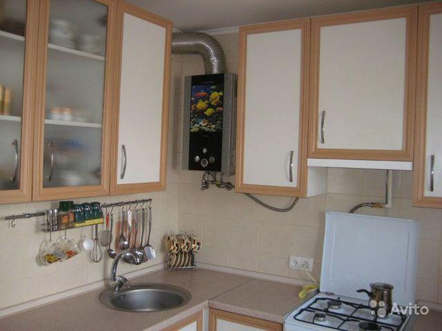 Наверно, колонка, скорее, является украшением этого кухонного инеьера