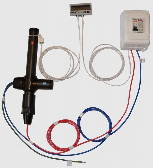 Укомплектованный датчиком и регуляторами электродный котел