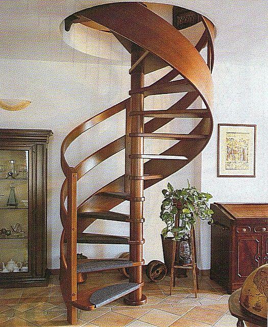Винтовые лестницы - минимум занимаемого места, но далеко не всегда удобны в использовании