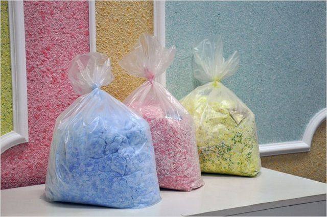 """Пакеты с """"жидкими обоями"""" разных цветов"""