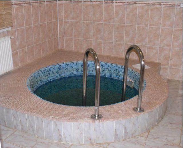 Бетонная купель - это, по сути, миниатюрный бассейн