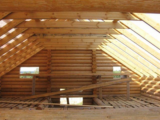 Утеплению подлежат и поверхность пола (чердачного перекрытия, и стены мансарды - обратные стороны  скатов  крыши