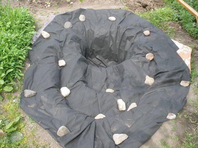 Фиксация пленки камнями