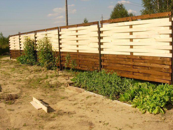 Плетеный забор своими руками из досок