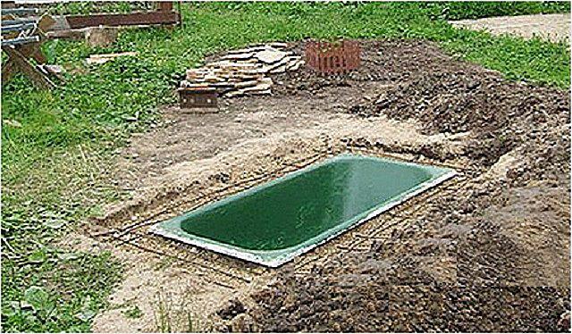 Ванна полностью врыта и уплотнена со всех сторон песком