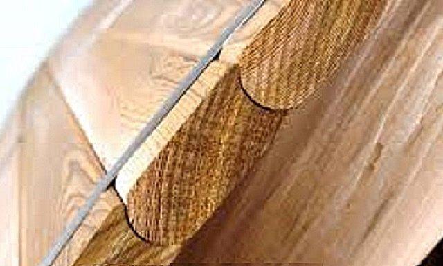 Доски для стенок купели фрезеруются так, чтобы идеально прилегать друг к другу полукруглыми пазами