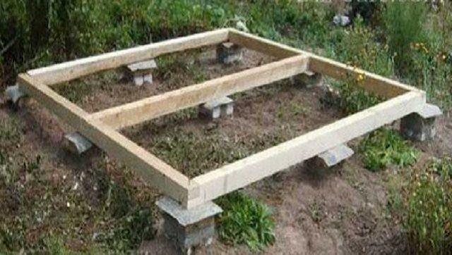 Если планируется массивная постройка, можно исполнить столбчатый фундамент