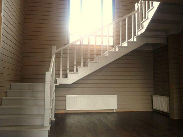 Иногда оптимальным решением будет установка и трехмаршевой лестницы