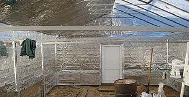 Утепленный парник-термос  -  вид изнутри