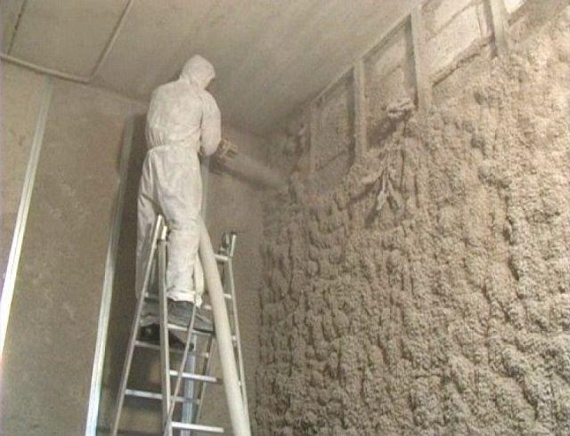 Утепление стен напыляемой эковатой