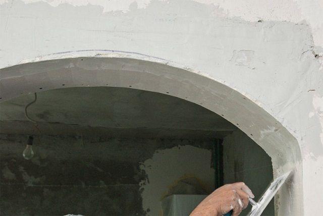 Второй слой должен устранить все существенные неровности поверхностей