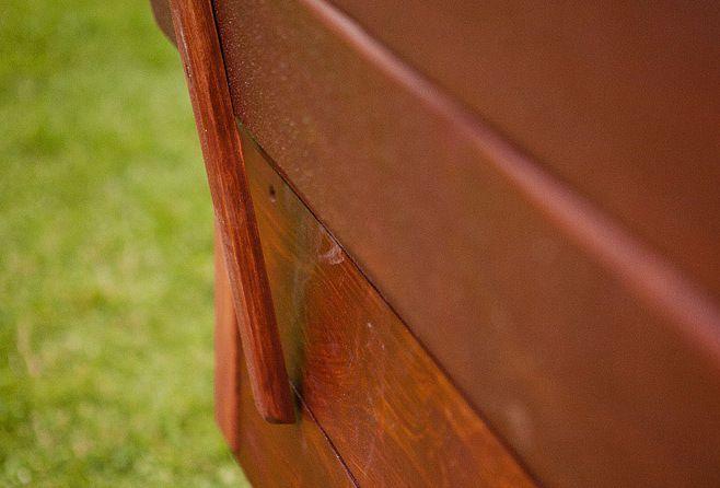 Бруски рассчитываются так, чтобы при открытии крышки они упирались в стенку песочницы и служили опорой для спинки лавочки