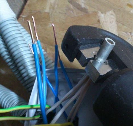 Термоусадочная трубка для изоляции скрутки или опрессовки