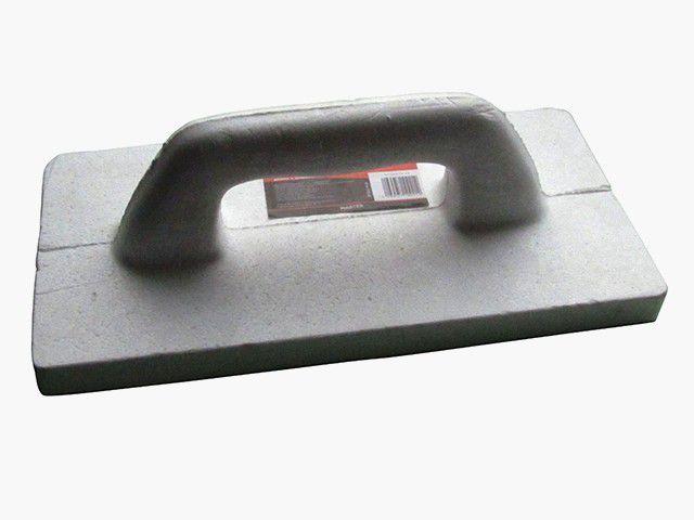 Легкая пластмассовая терка - удобна для уплотнения сухой засыпки