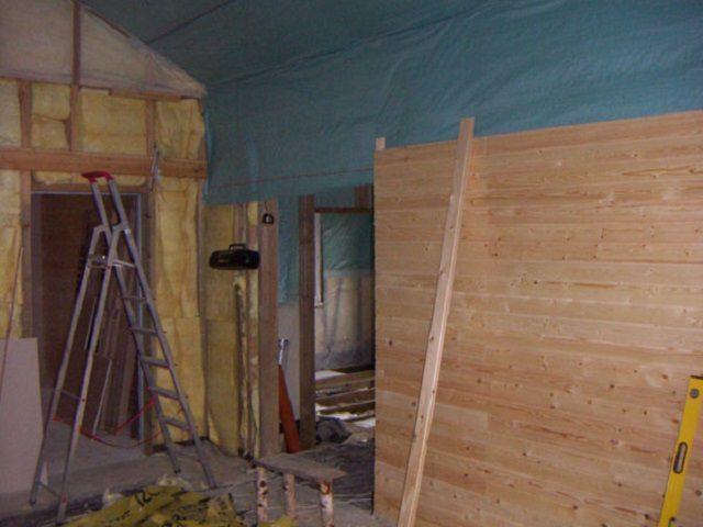 Облицовка стен внутри дома