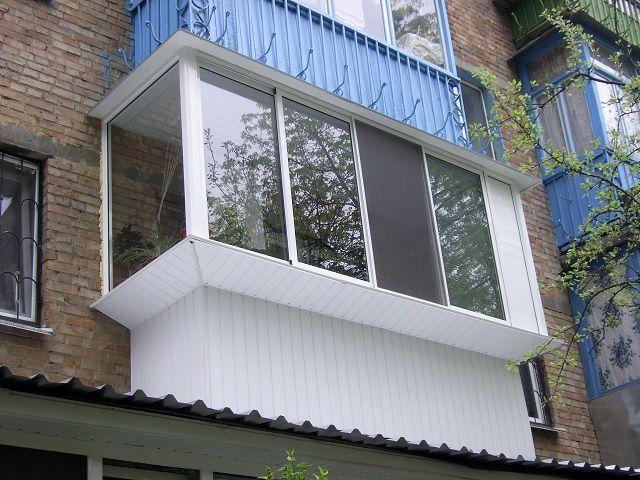 Типичный балкон с выносом рам