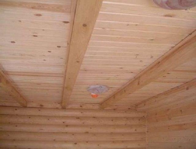 Чем залить потолок в бане