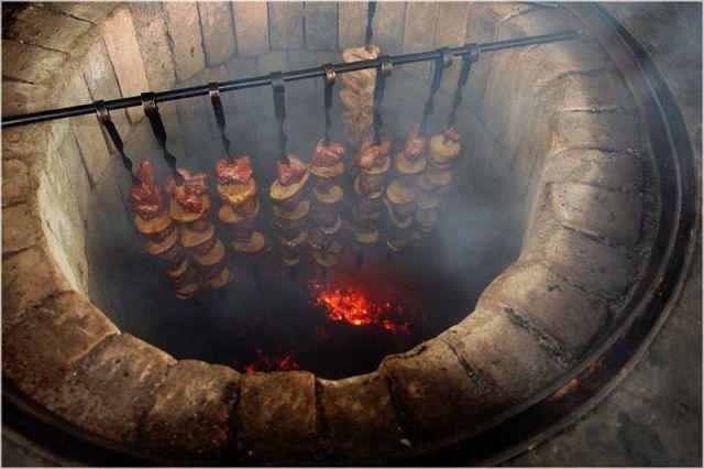 С точки зрения кулинарии, функциональность у тандыра - огромная