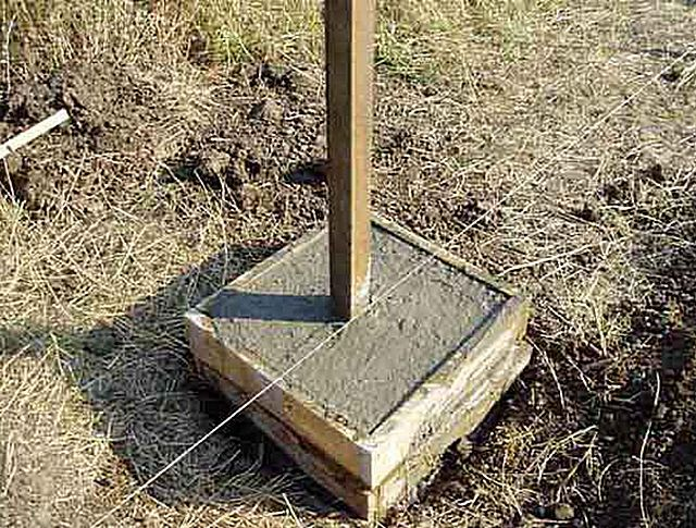 бетонировать или бутить столбы для забора