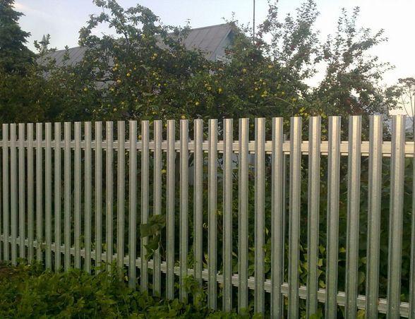 Легкий забор из металлического штакетника