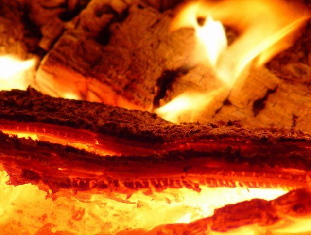 Горение древесины проходит в несколько стадий