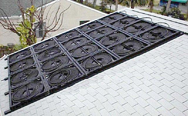 На крыше - целая батарея из солнечных коллекторов