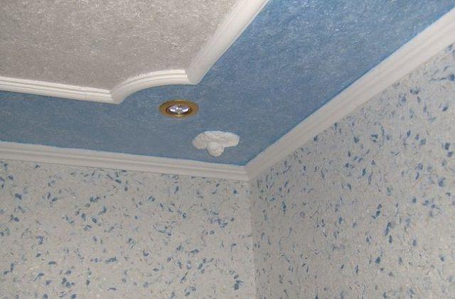 """Очень здорово смотрятся на потолке """"жидкие"""" обои"""