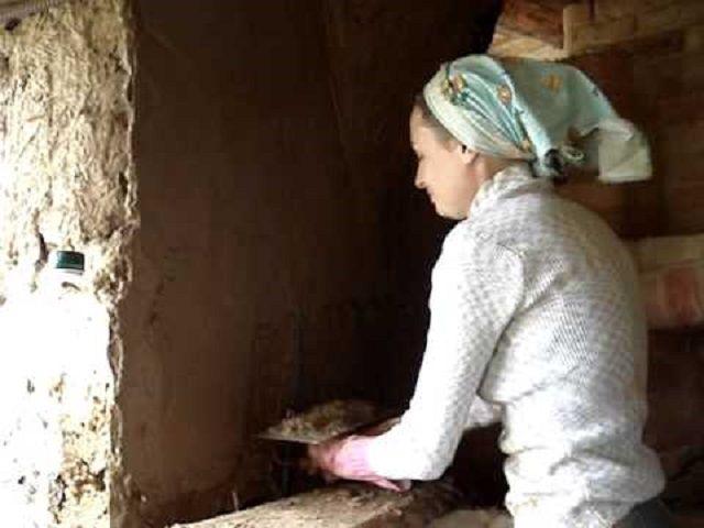Наброска и выравнивание глиняно-опилочной смеси