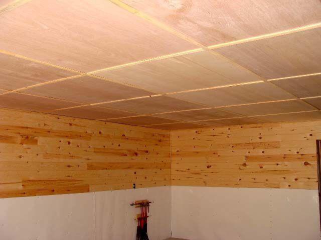 Потолок, облицованный готовыми утеплительными панелями