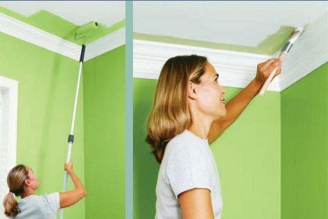 Покраска потолка валиком и кистью