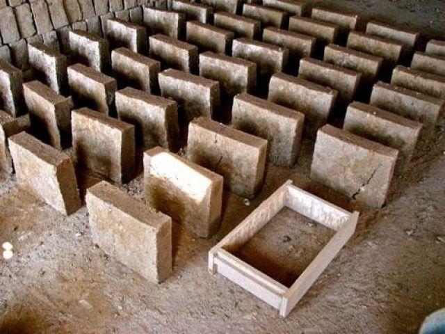 Изготовление глиняно-опилочных блоков-матов в самодельных формах