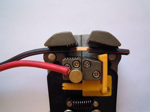 Инструмент для зачистки иоляции не повреждает жилы проводов