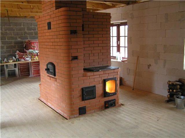 Печь совмещенная с камином - отличный вариант отопления дачного дома